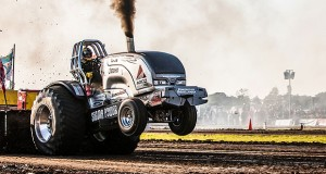 Valtra_Pulling_Team_tours_Europe-web