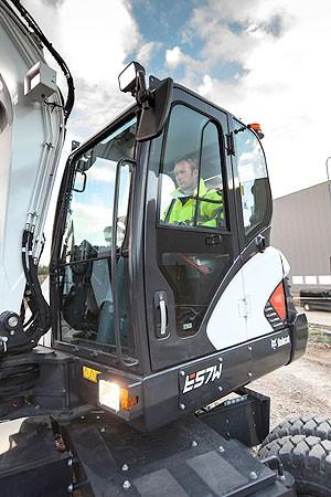 Large-Bobcat-Wheeled-Excavator-E57W-2