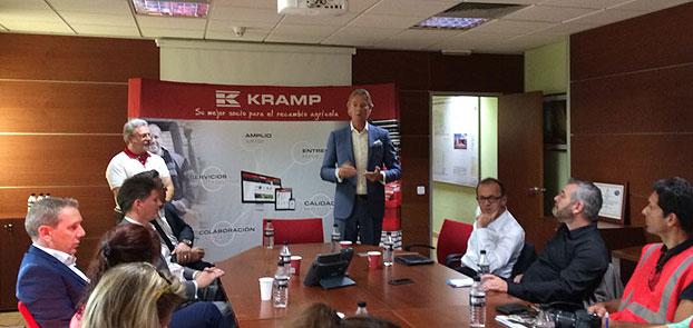 """Durante la rueda de Prensa, Eddie Perdok ha comentado, """"este es un importante hito en la historia de Kramp""""."""
