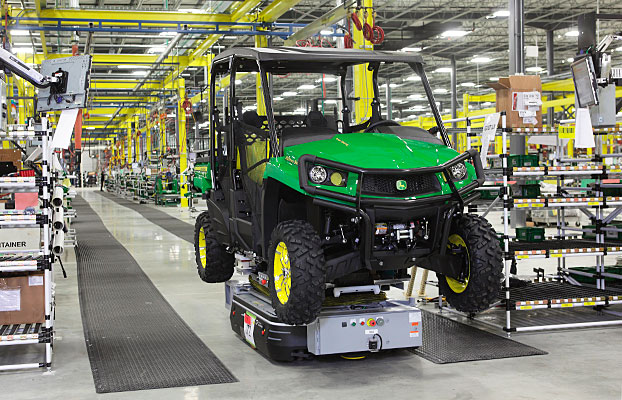 Horicon-factory_John-Deere-Gator-production
