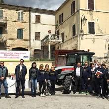 Carraro Agricube dona un tractor a la comunidad de Montemonaco