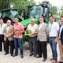 John Deere entrega los primeros tractores 5R y 9R