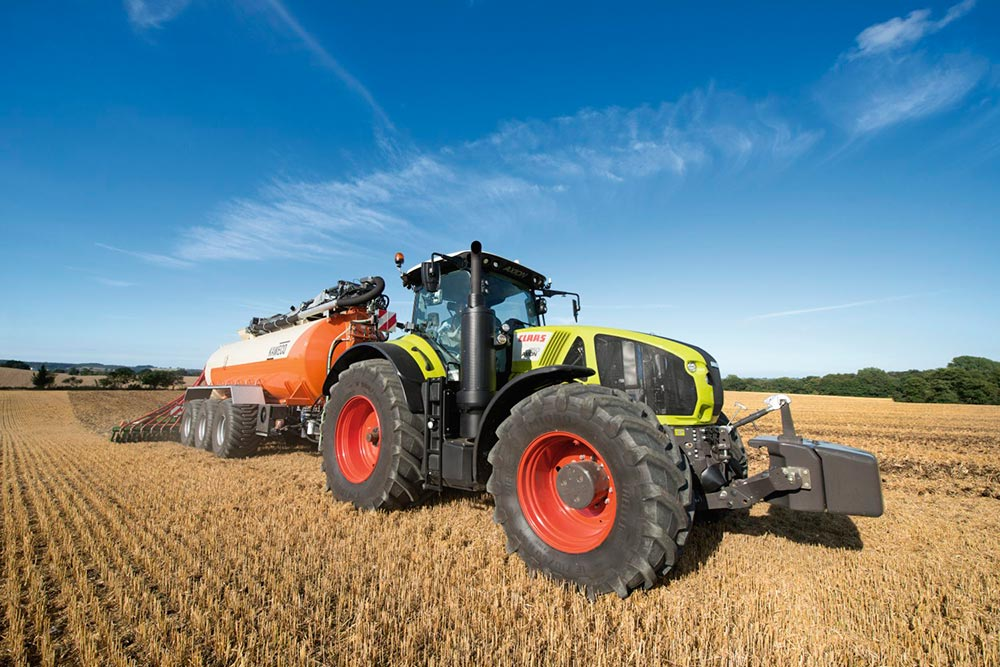 Claas-AXION-900-b