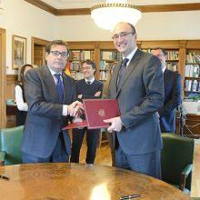 El MAPAMA y UNE firman un convenio para la normalización en maquinaria y fertilizantes