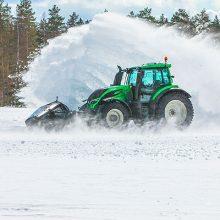 Valtra y Nokian establecen un nuevo récord de velocidad quitando nieve