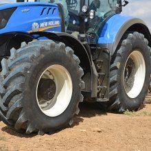 Bridgestone presenta los VX Tractor trabajando en el campo