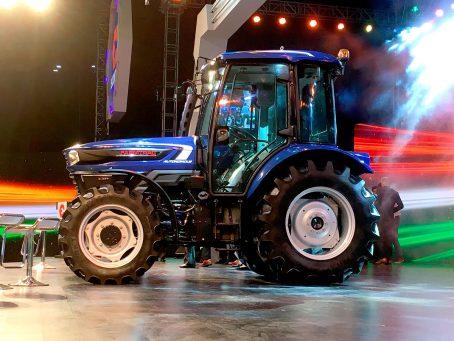 Escorts Tractor Autónomo con neumáticos Agrimax de BKT