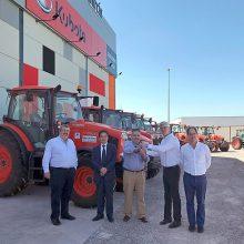 El concesionario Guillermo García Muñoz hace entrega de 20 tractores