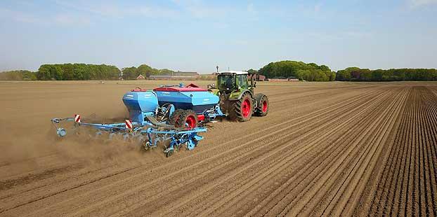 Más rendimiento con la sembradora LEMKEN Azurit con sistema DeltaRow